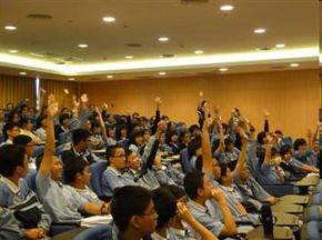 此次參與人文營新加坡與馬來西亞學員,認真與講師互動,彼此搶答不落人後。